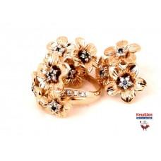 Золотой комплект с бриллиантами и сапфирами (кольцо и серьги)