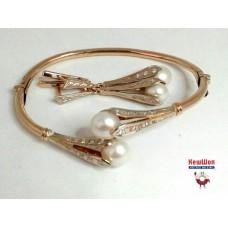 Золотой комплект с бриллиантами и жемчугом (серьги, браслет)