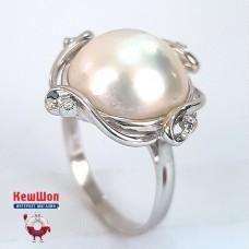 Золотое кольцо с бриллиантами и природным жемчугом