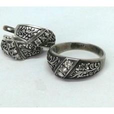 Серебряный комплект с цирконием: кольцо, серьги