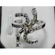 Золотое кольцо с бриллиантами и зеленой шпинелью