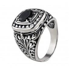 V Серебряный перстень с черным корундом