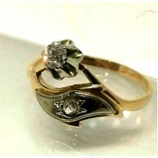 V Золотое кольцо с бриллиантами